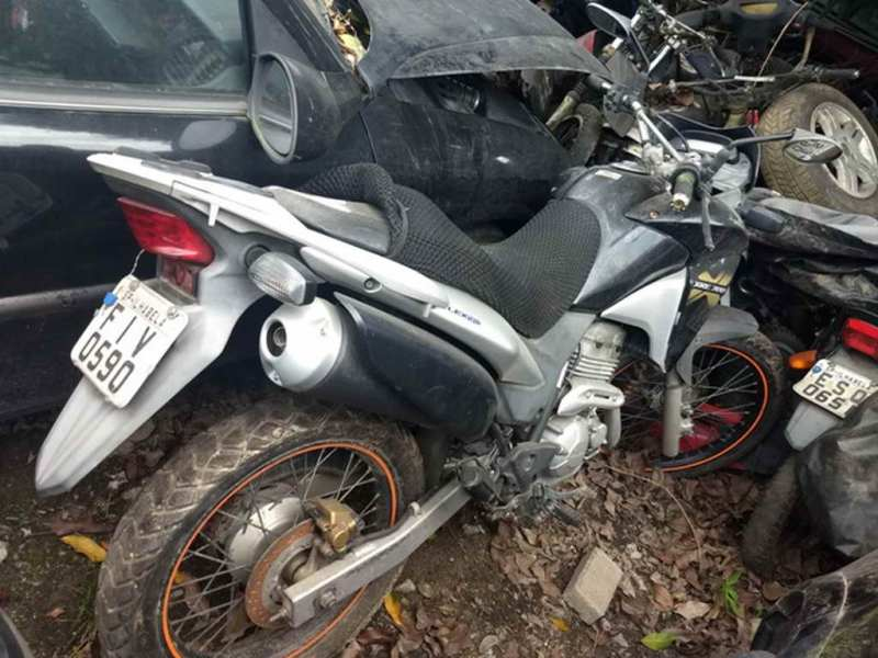 Leilão tem moto Honda XRE 300 com lance inicial de R$200