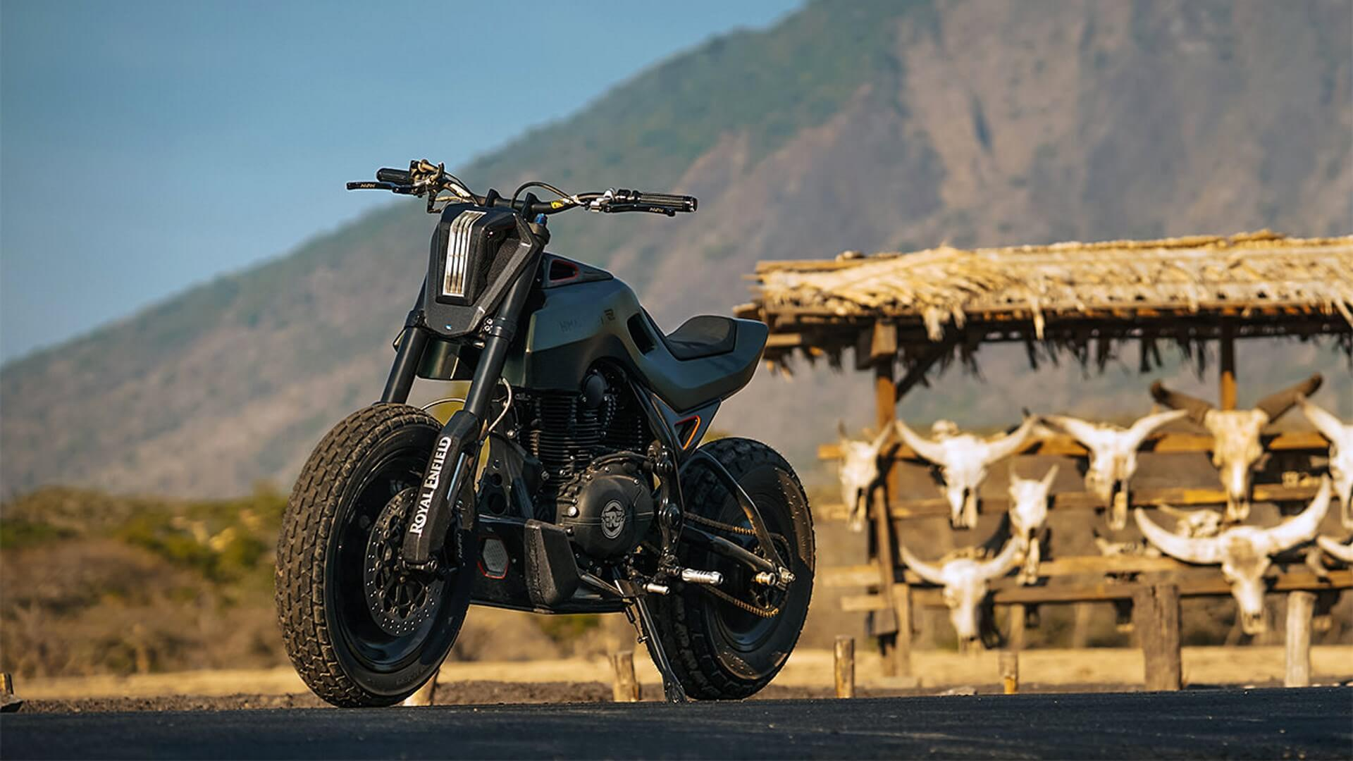 Royal Enfield Himalayan Smoked Garage