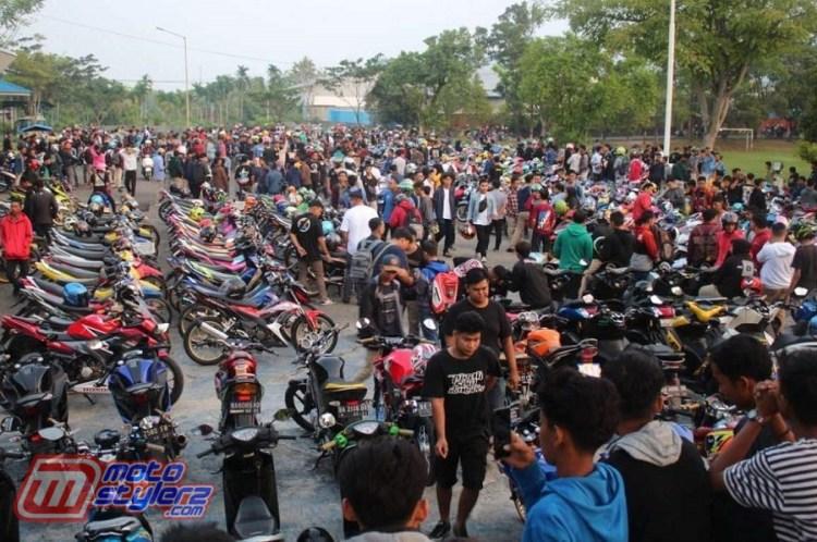 Sunmori Vol 2 Padang-Jadi AKsi Silaturhami Ribuan Club & Pecinta Modifikasi Ranah Minang