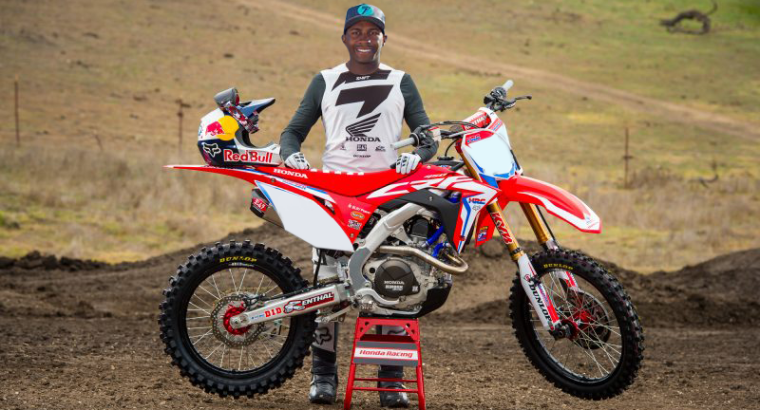 JAMES STEWART ASSINA CONTRATO COM HONDA