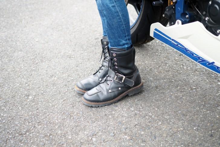 靴はAVIREXのYAMATO