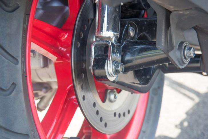 制動力やタッチに優れたディスクブレーキ化はシグナスXファン待望の装備