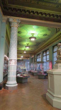 ceramic-column-v-and-a
