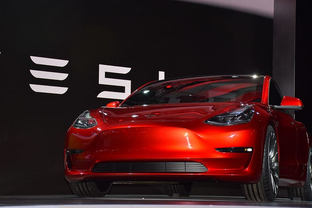 Chip stocks continue to sink, tesla register 5,000 model 3's