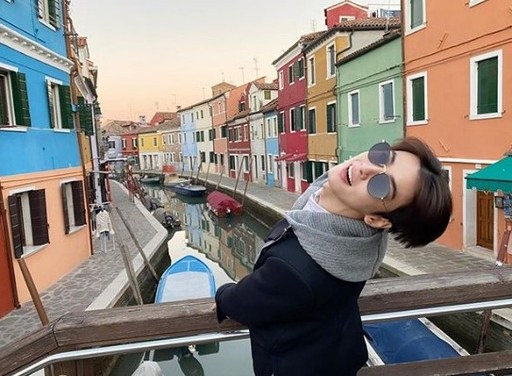 "Cha Eun-Woo, ""Brightest Visuals"" in Colorful Venice"