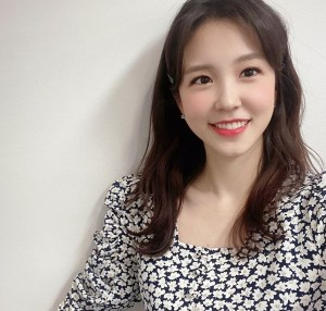 """Jang Ye-won gets off at 'Cine town', a cheering text message...""""This makes me cry"""""""