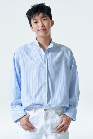 Lim Young-woong's fan cafe delivers donations for children from grandchildren
