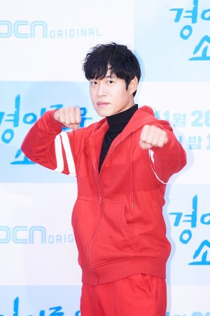 """'Amazing rumors' Yoo Jun-sang """"I gained muscle for this drama"""""""