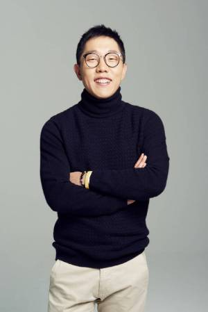 Kim Je-dong donated incomes of the first edition of 'The Moment When Questions Are Answered'