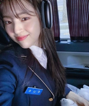 Han So-hee, wearing a school uniform, shows off first love visuals