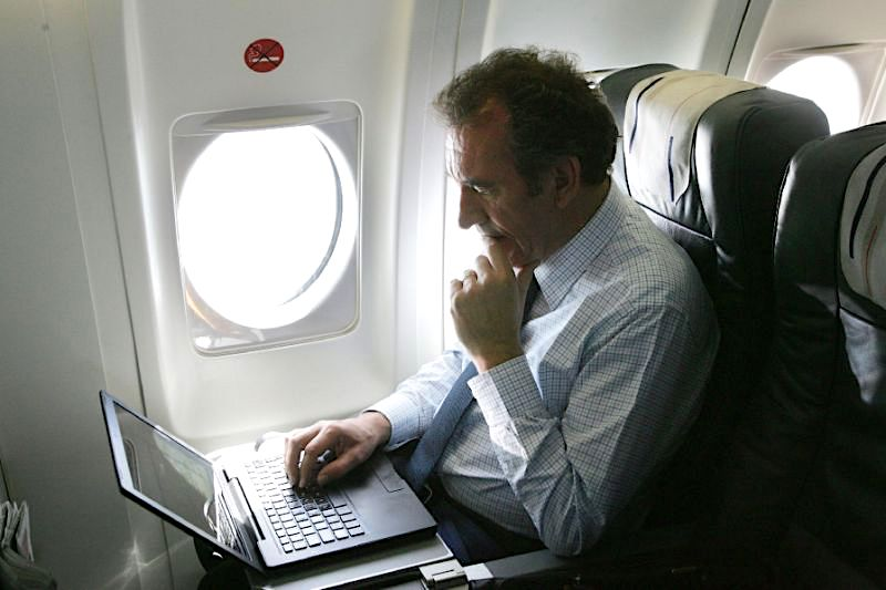 U.S. Weighs Banning Laptop Computers on International Flights