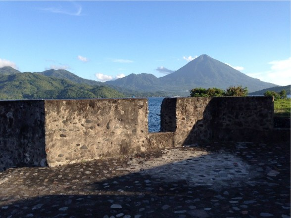 Pulau Tidore dilihat dari Benteng Portugis di Ternate