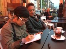 Sheila sketching dengan Peter van Dongen (komikus Belanda)