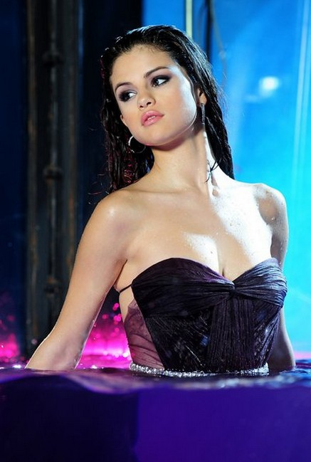 Selena Gómez - 10
