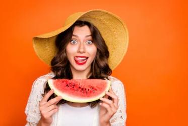 البطيخ الأحمر و فوائده الصحية و هل يمكن أن يشكل خطرا علينا؟