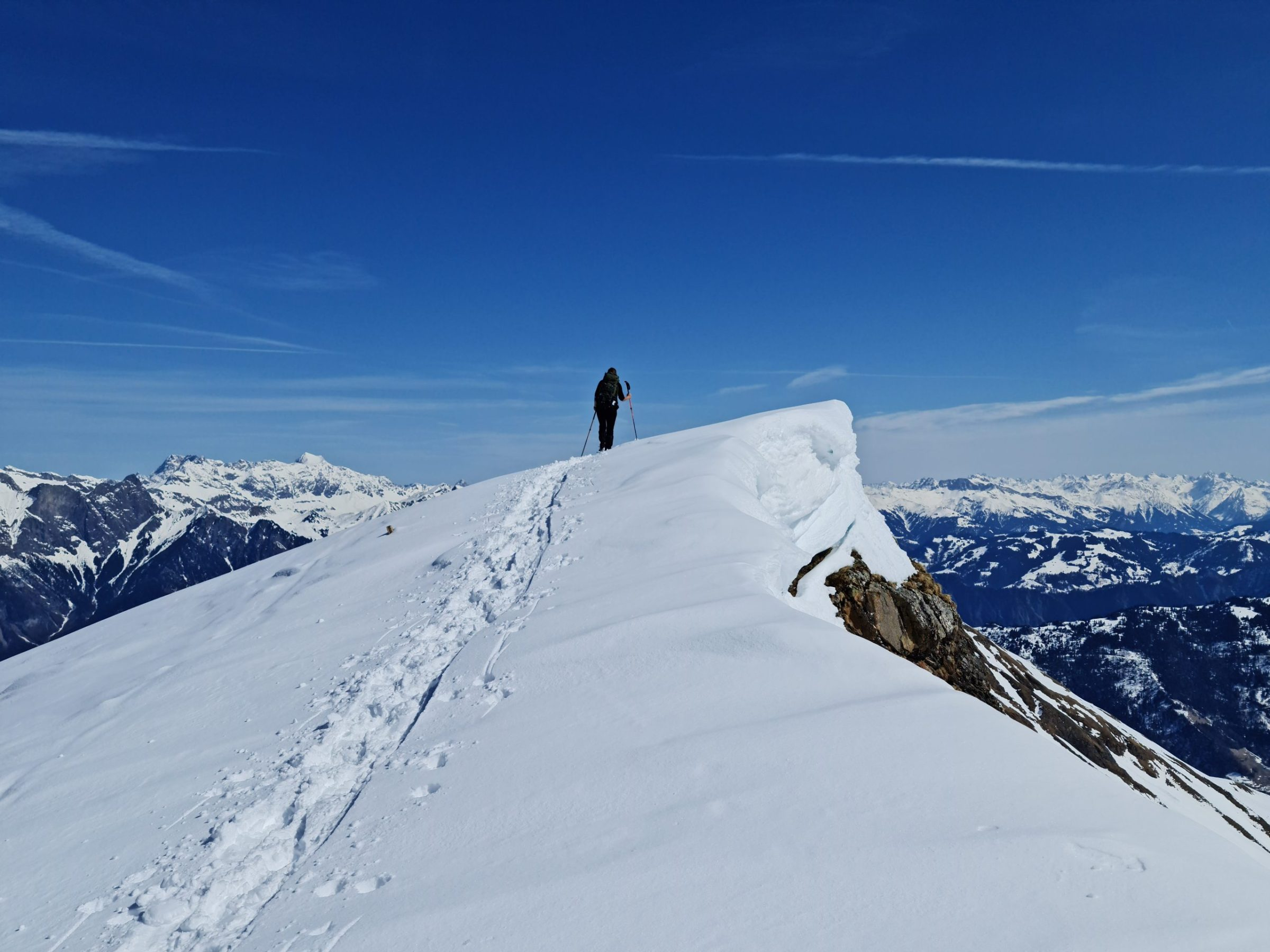 On the cusp of the ridge - look at the height of the snow layers