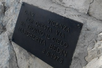 """Memorial plaque for someone who found his """"way to the sky"""" (with a very sad story behind)"""