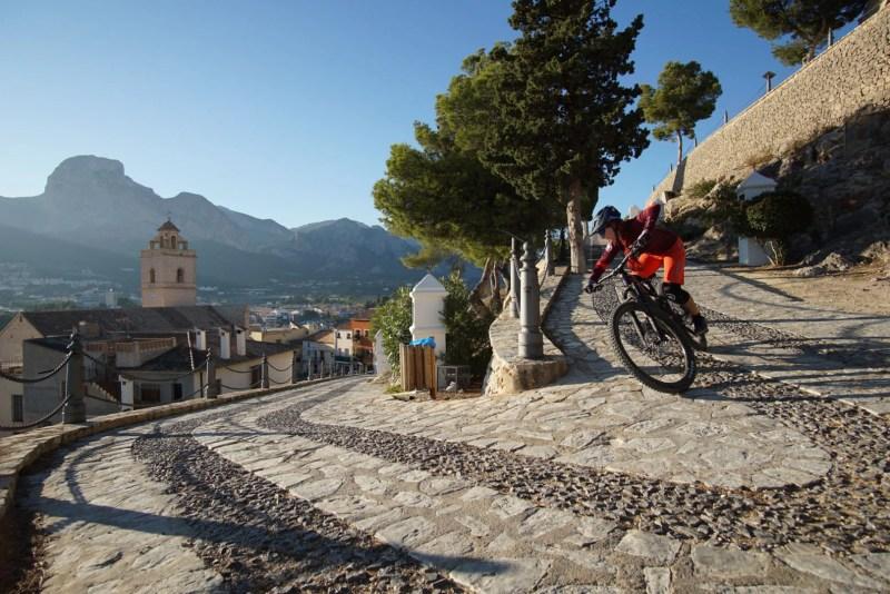 Mountainbiken auf Mallorca mit Roxy Mentalcoach und Fahrtechnik Trainerin