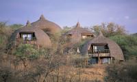 Serengeti-Serena-Lodge-with-Mountain-Gurus