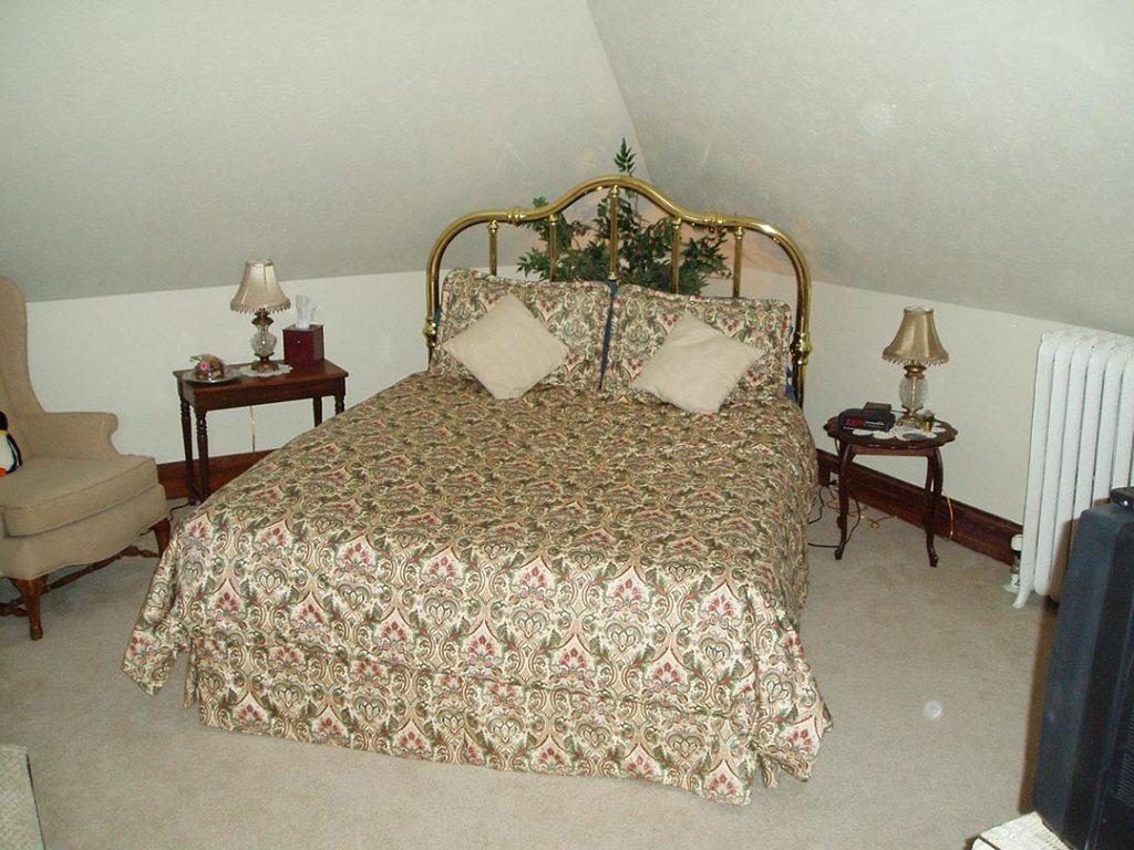 Trousseau Room 7