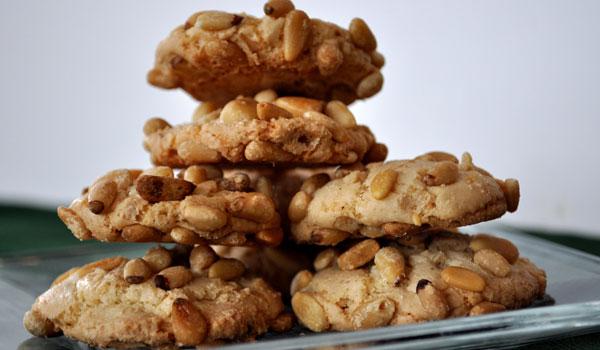 pine-nut-cookies-plate