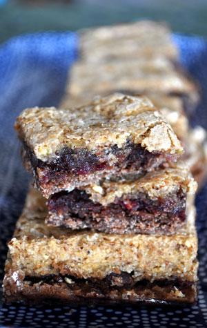 raspberry-chocolate-almond-cookie-bars