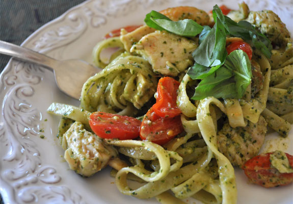 Pesto Pasta With Chicken And Cherry Tomatoes