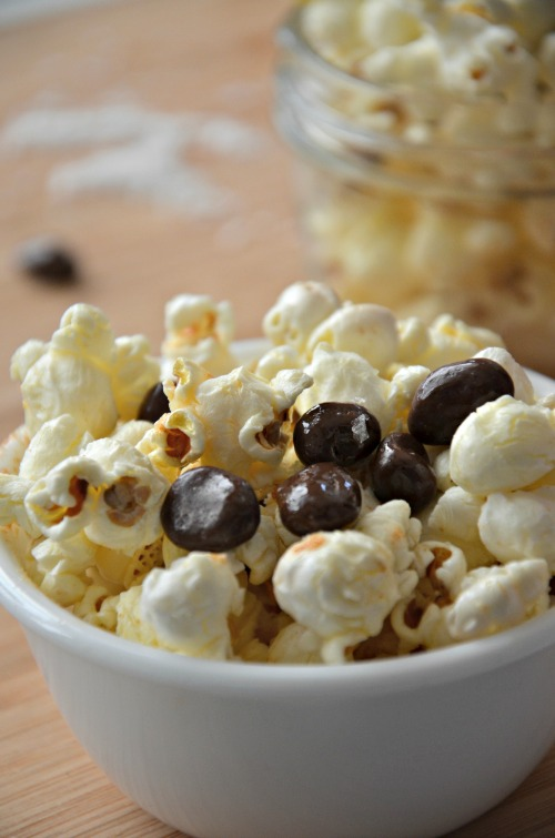 movie theatre popcorn with raisinets recipe, www.mountainmamacooks.com