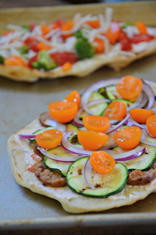Grilled-naan-pizza-sausage-vegetables-recipe