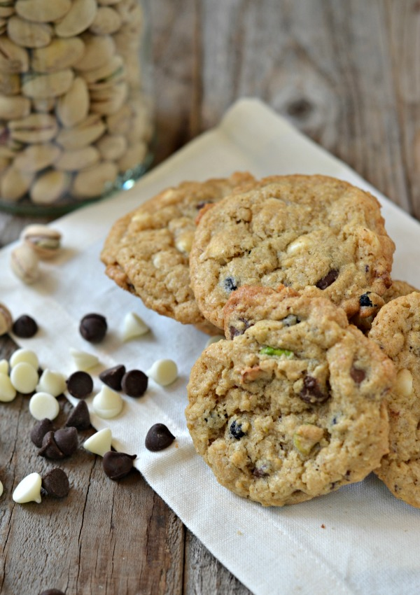 dark-white-chocolate-oatmeal-cookies-pistachios-dried-blueberries-1