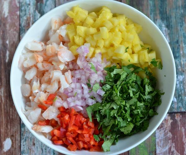 Pineapple Shrimp Salsa | mountainmamacooks.com #tailgate