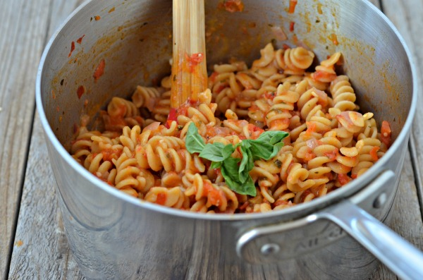 One Pot Bruschetta Pasta | mountainmamacooks.com