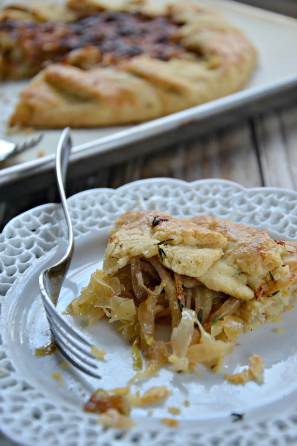 Caramelized Onion, Fennel and Cabbage Salad | mountainmamacooks.com