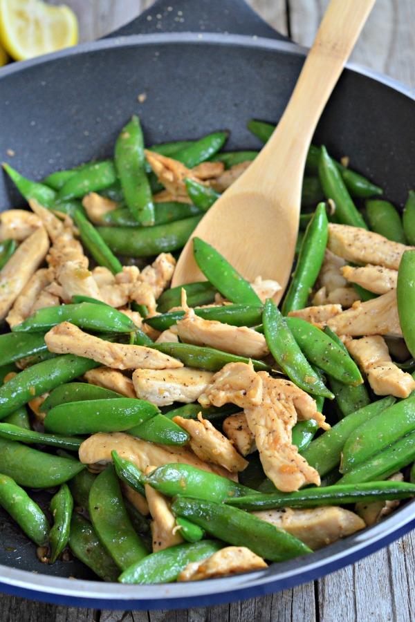 10 minute Lemon Chicken Stir Fry | mountainmamacooks.com