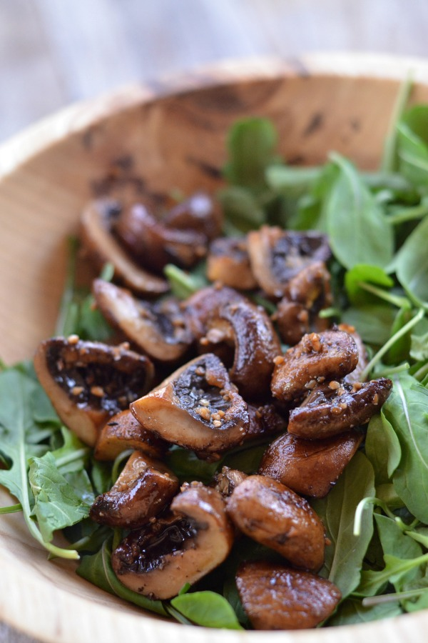 Garlic Mushroom Salad with Arugula and Wild Rice | mountainmamacooks.com #EatSeasonal