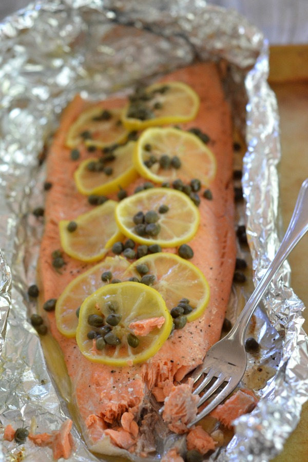 Grilled Foil Salmon with Lemon, Capers and White Wine   mountainmamacooks.com