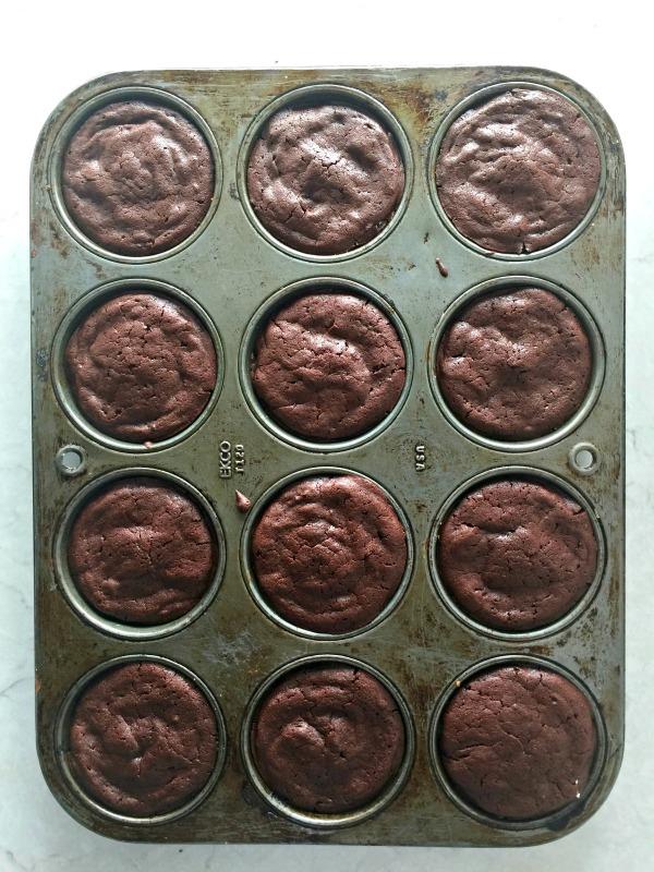 Flourless Chocolate Cupcakes | mountainmamacooks.com
