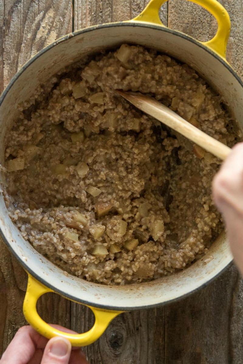 Apple Pie Steel Cut Oats | www.mountainmamacooks.com