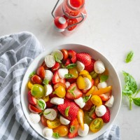 strawberry caprese salad with strawberry vinaigrette | www.mountainmamacooks.com