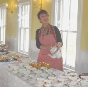 Kath Rose serving tea at the 2015 Christmas Tea at The Cedars.