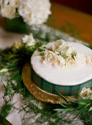 wedding cake with green plaid ribbon | Dunton Hot Springs Wedding |Laura Murray-0003