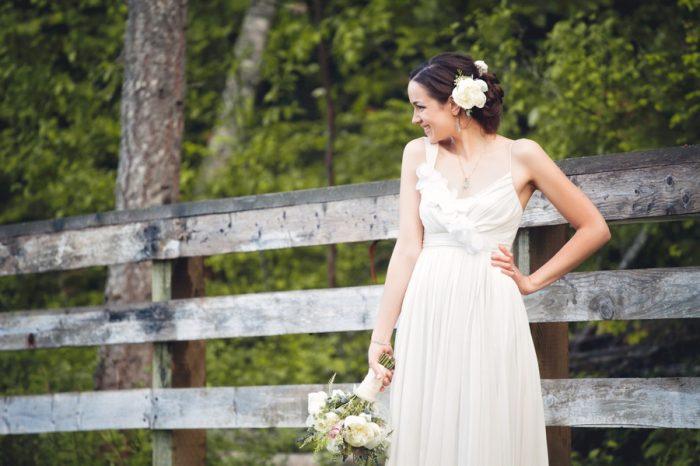 22 Potraits Bride Sandpoint Idaho Mountain Wedding Amy Galbraith Photography   Via MountainsideBride.com