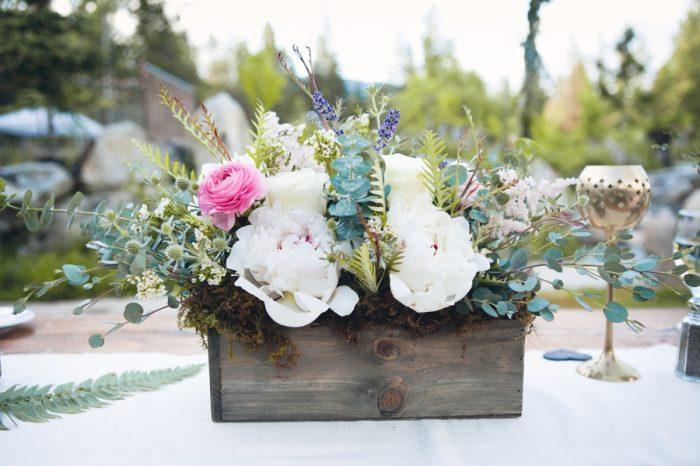 4 Romantic Florals In Wooden Box Sandpoint Idaho Mountain Wedding Amy Galbraith Photography   Via MountainsideBride.com