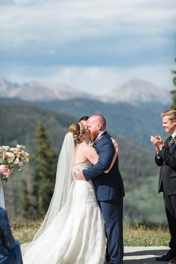 outdoor wedding ceremony | Copper Mountain Wedding Colorado Danielle DeFiore Photography | Via Mountainsidebride.com
