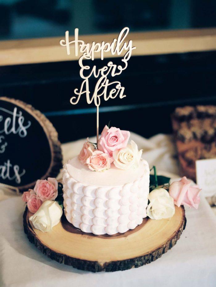 rustic wedding cake | Copper Mountain Wedding Colorado Danielle DeFiore Photography | Via Mountainsidebride.com