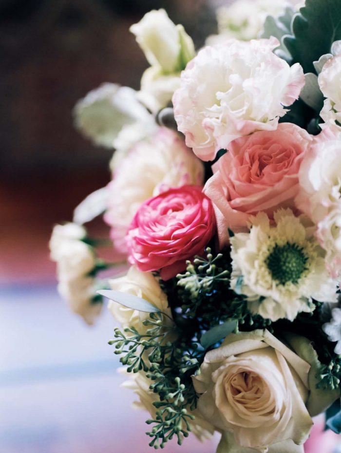 pink black and white florals | Copper Mountain Wedding Colorado Danielle DeFiore Photography | Via Mountainsidebride.com