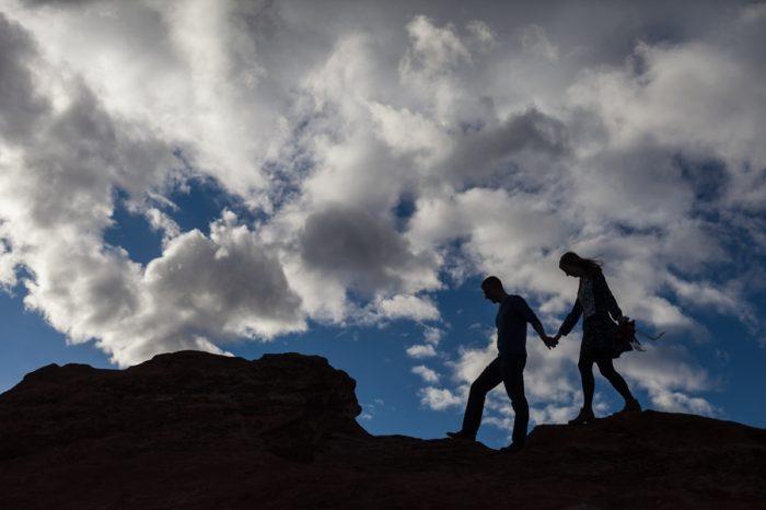 21 Garden Of The Gods Colorado Picnic Bergreen Photography | Via MountainsideBride.com