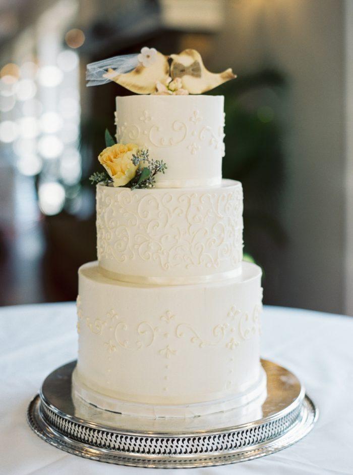 Wedding Cake | Mountain Wedding In Barboursville Virginia By JoPhoto | Via MountainsideBride.com