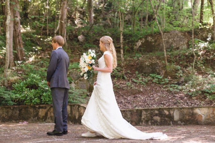 10 First Look Daras Garden Tennessee Wedding Jophoto Via Mountainsidebride Com