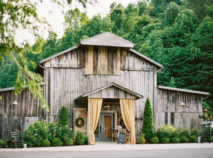 Barn Wedding at Chestnut Springs Tennessee